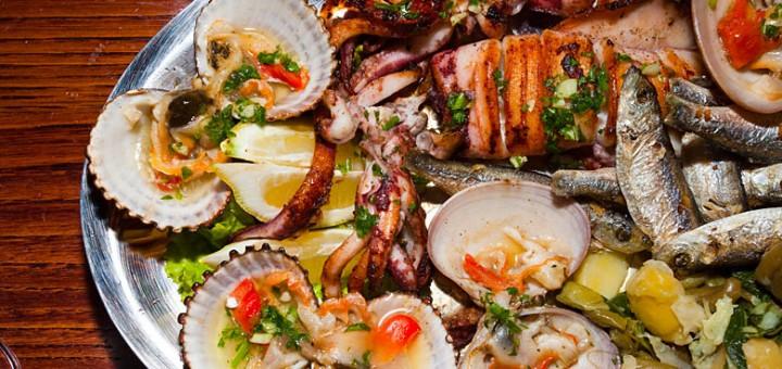 Talíř s míchanými mořskými plody